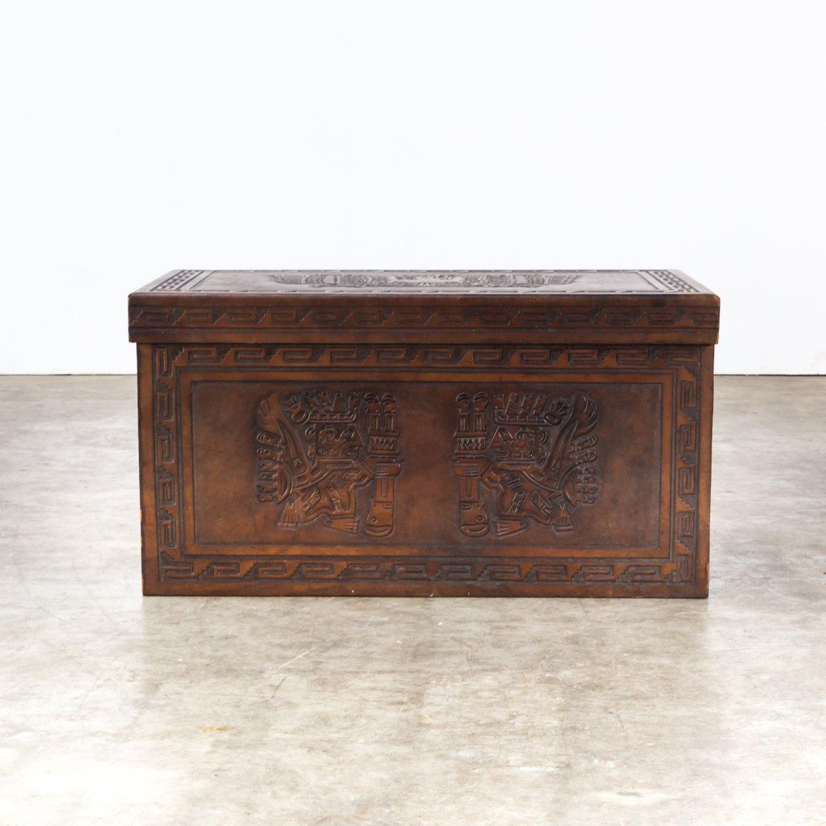 Folding chairs and a chest by angel pazmino for muebles de for Estilos de muebles