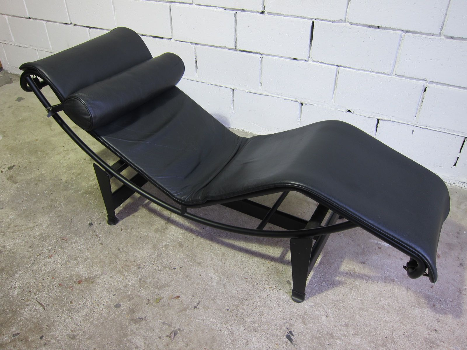 Vintage lc4 chaise lounge by le corbusier for cassina for Chaise longue le corbusier cassina