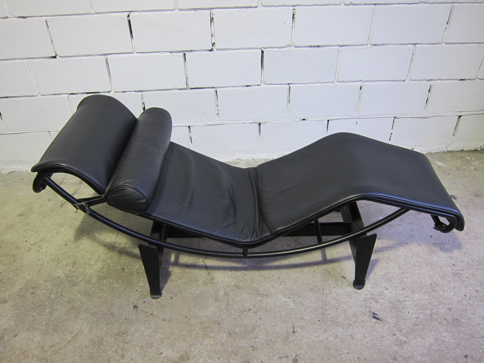 Vintage lc4 chaise lounge by le corbusier for cassina for Antique chaise lounge prices