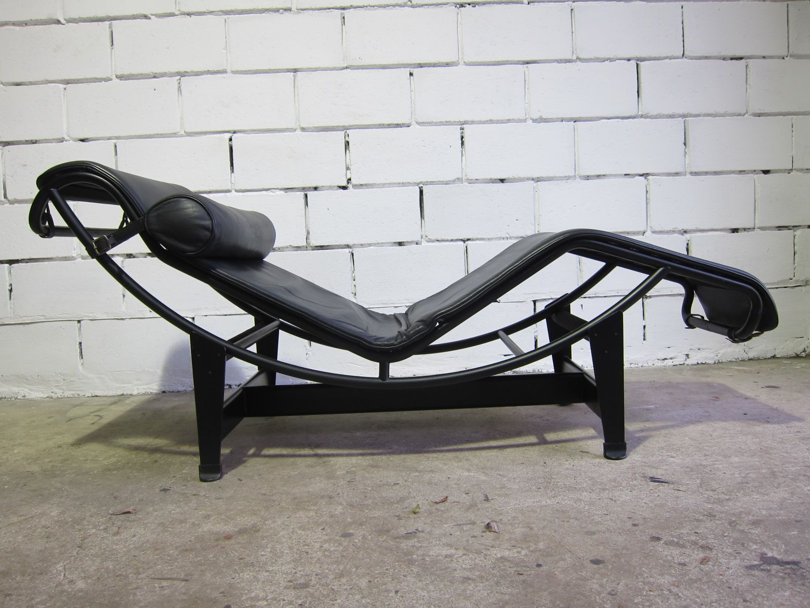 Vintage lc4 chaise lounge by le corbusier for cassina for Chaise le corbusier