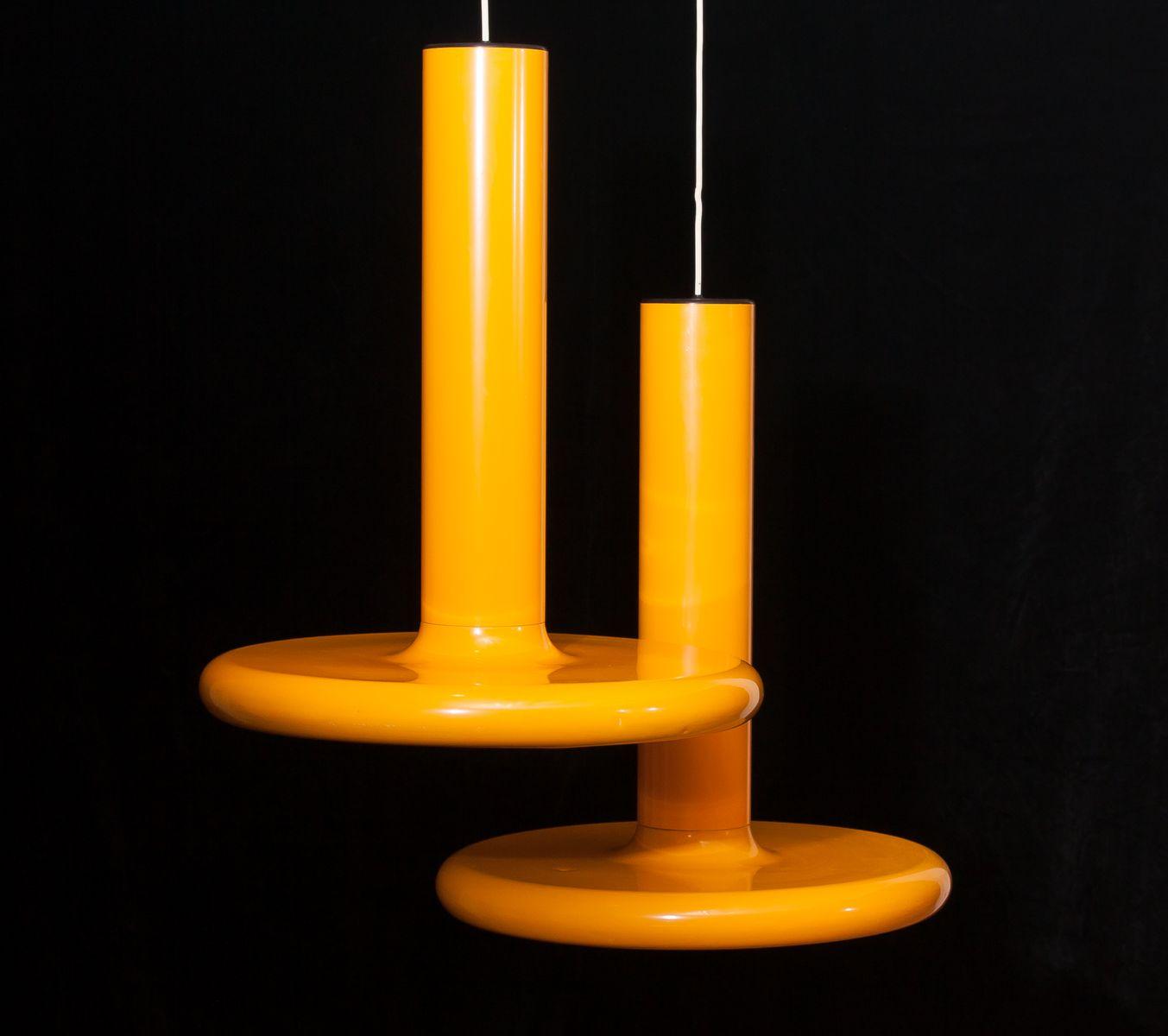 gro e gelbe metall deckenleuchten 1970er 2er set bei pamono kaufen. Black Bedroom Furniture Sets. Home Design Ideas