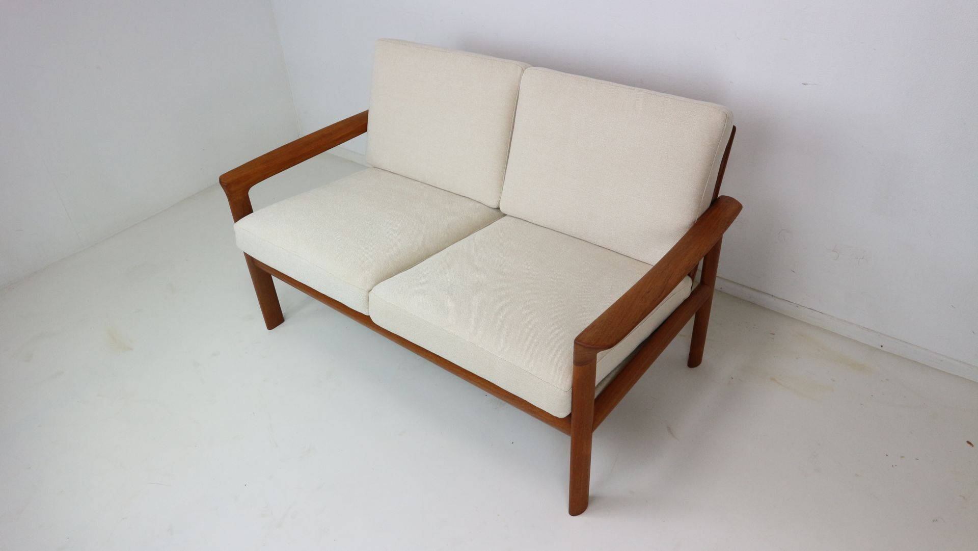 borneo two seat sofa by sven ellekaer for komfort 1960s. Black Bedroom Furniture Sets. Home Design Ideas