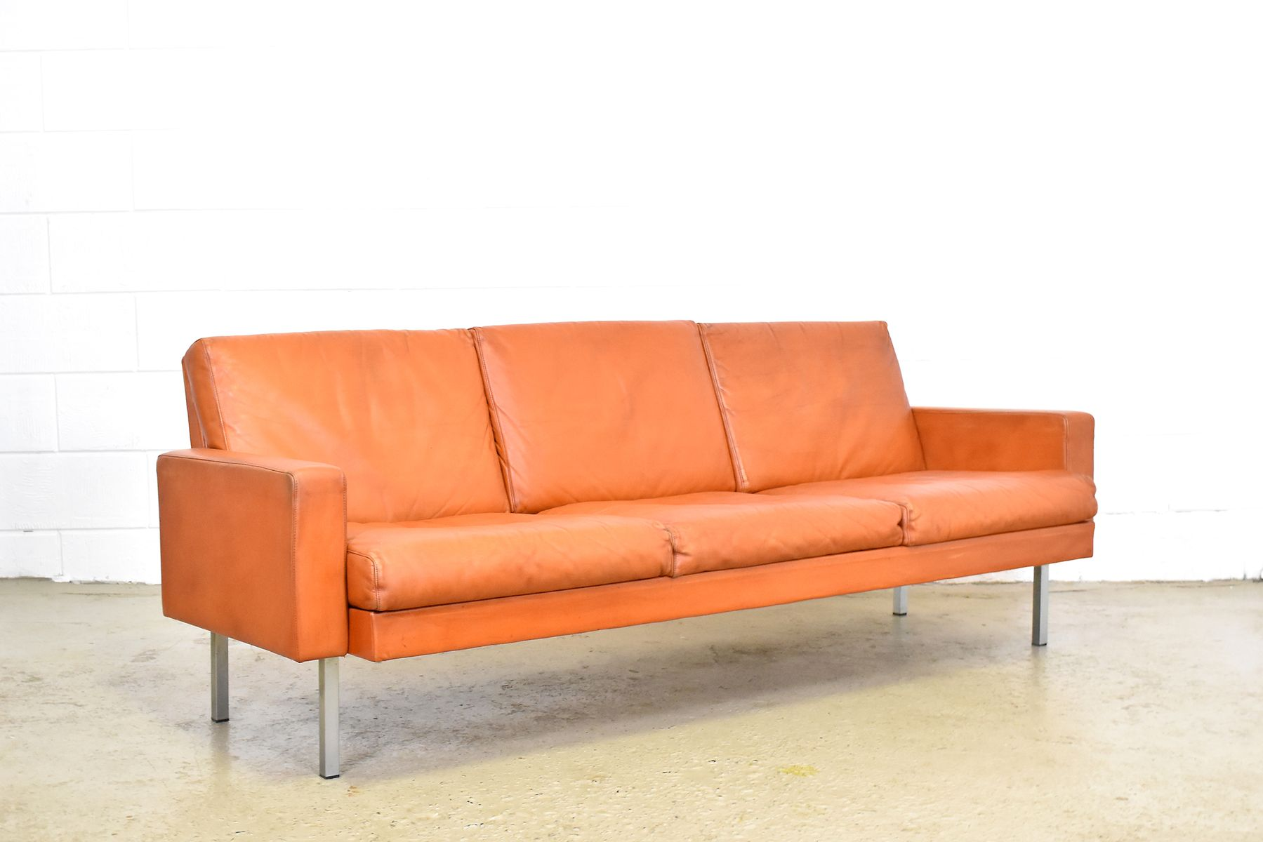 cognac leather sofa by martin visser for t spectrum 1960s for sale at pamono. Black Bedroom Furniture Sets. Home Design Ideas
