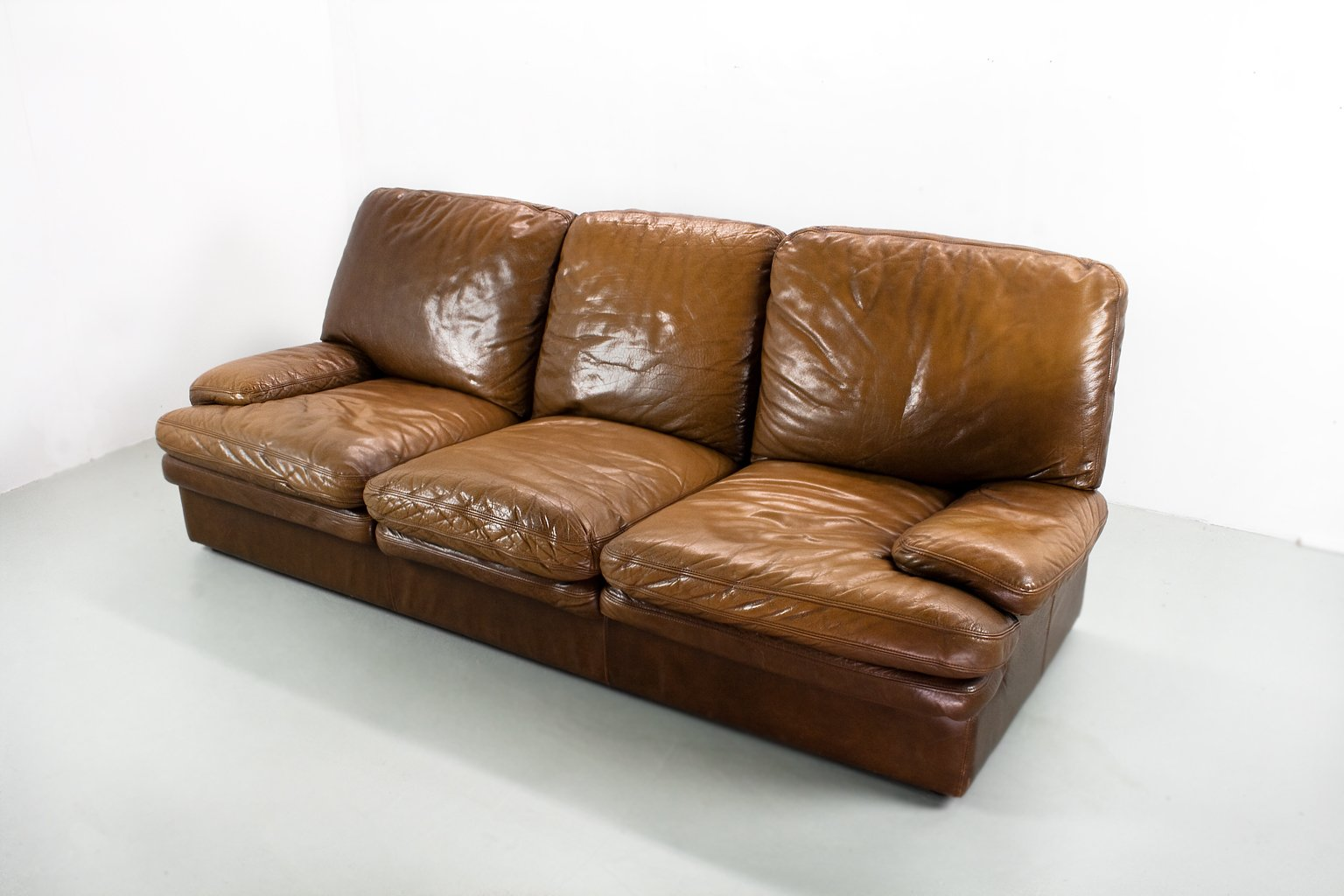 Mid century modern brown leather 3 seater lounge sofa for for Modern lounge sofa