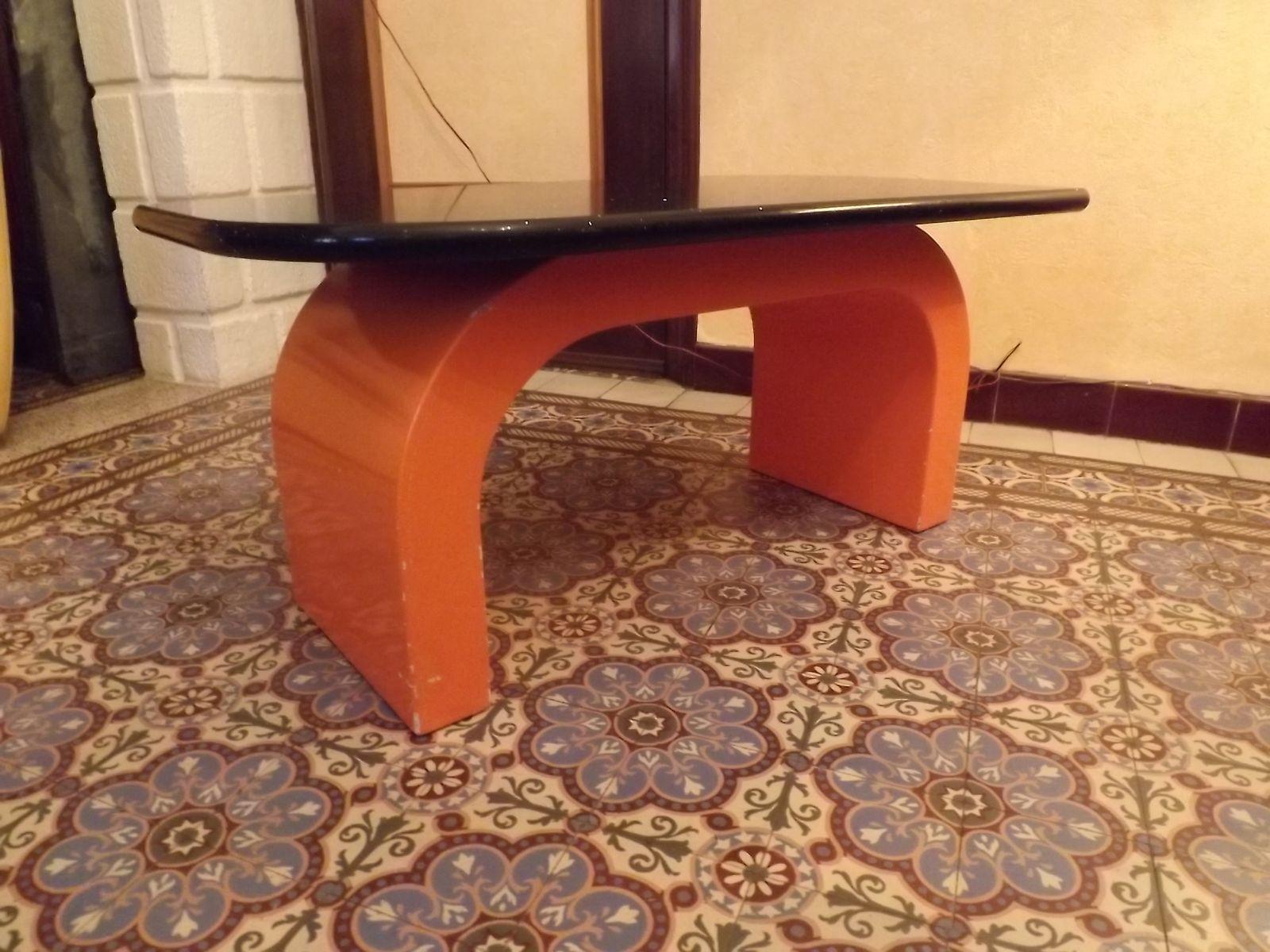 Vintage couchtisch aus marmor orangenfarbenem fiberglas for Couchtisch fiberglas