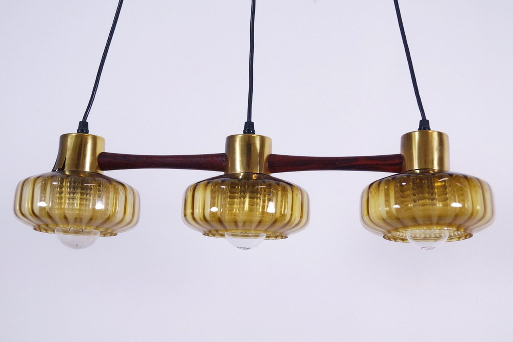 Swedish teak suspension lamp with three yellow glass for Suspension 4 lampes