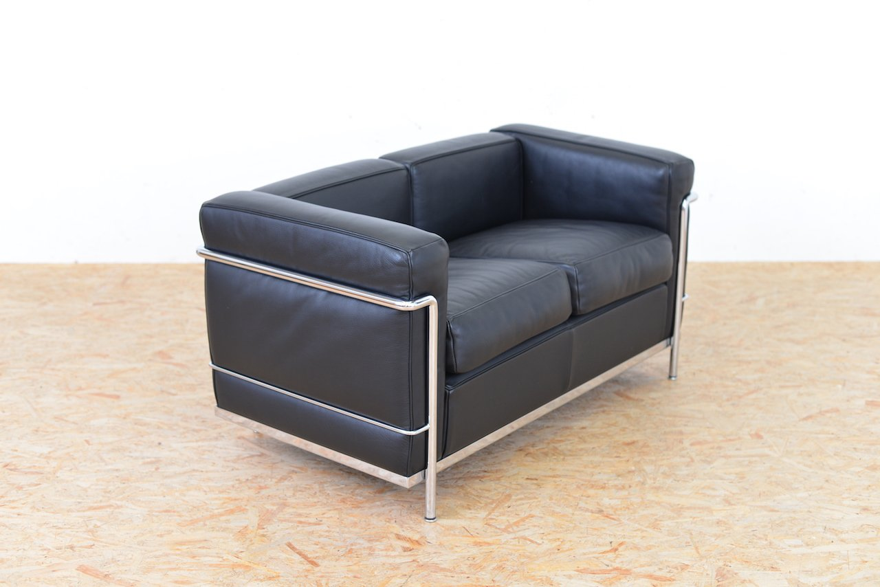vintage model lc2 leather sofa by le corbusier jeanneret perriand for cassina for sale at pamono. Black Bedroom Furniture Sets. Home Design Ideas