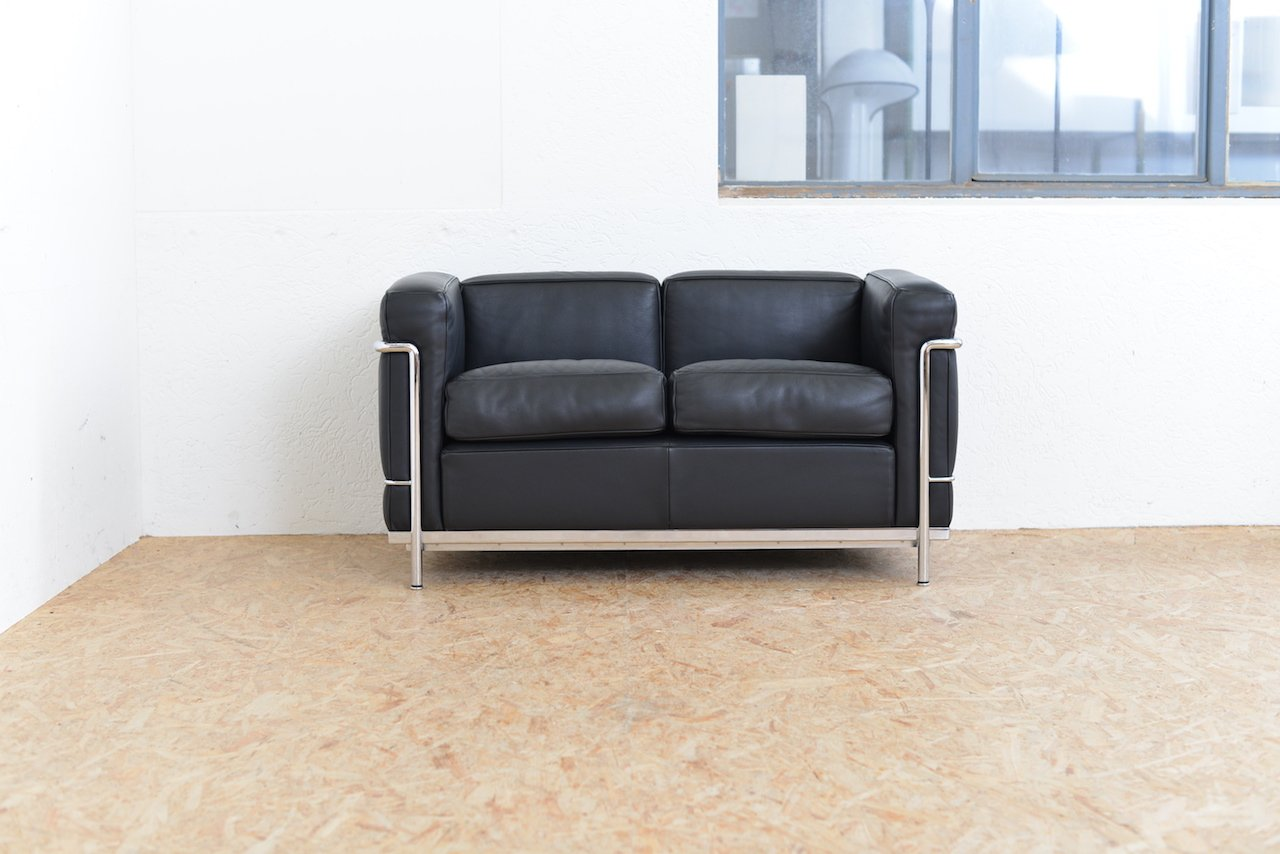 Vintage model lc2 leather sofa by le corbusier jeanneret perriand for cassina for sale at pamono Le corbusier lc2 sofa