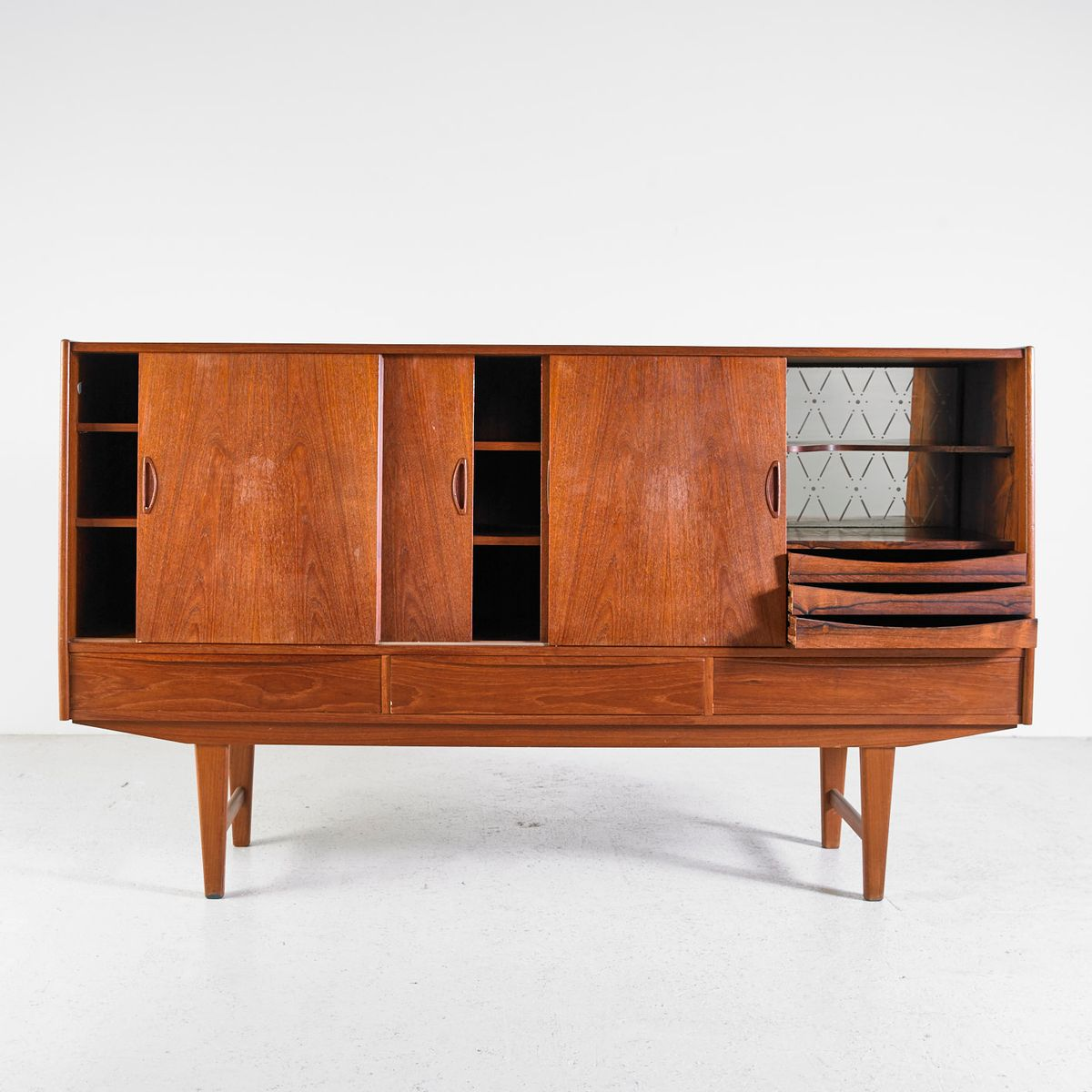 d nisches highboard aus teak mit 3 schubladen 1960er bei. Black Bedroom Furniture Sets. Home Design Ideas