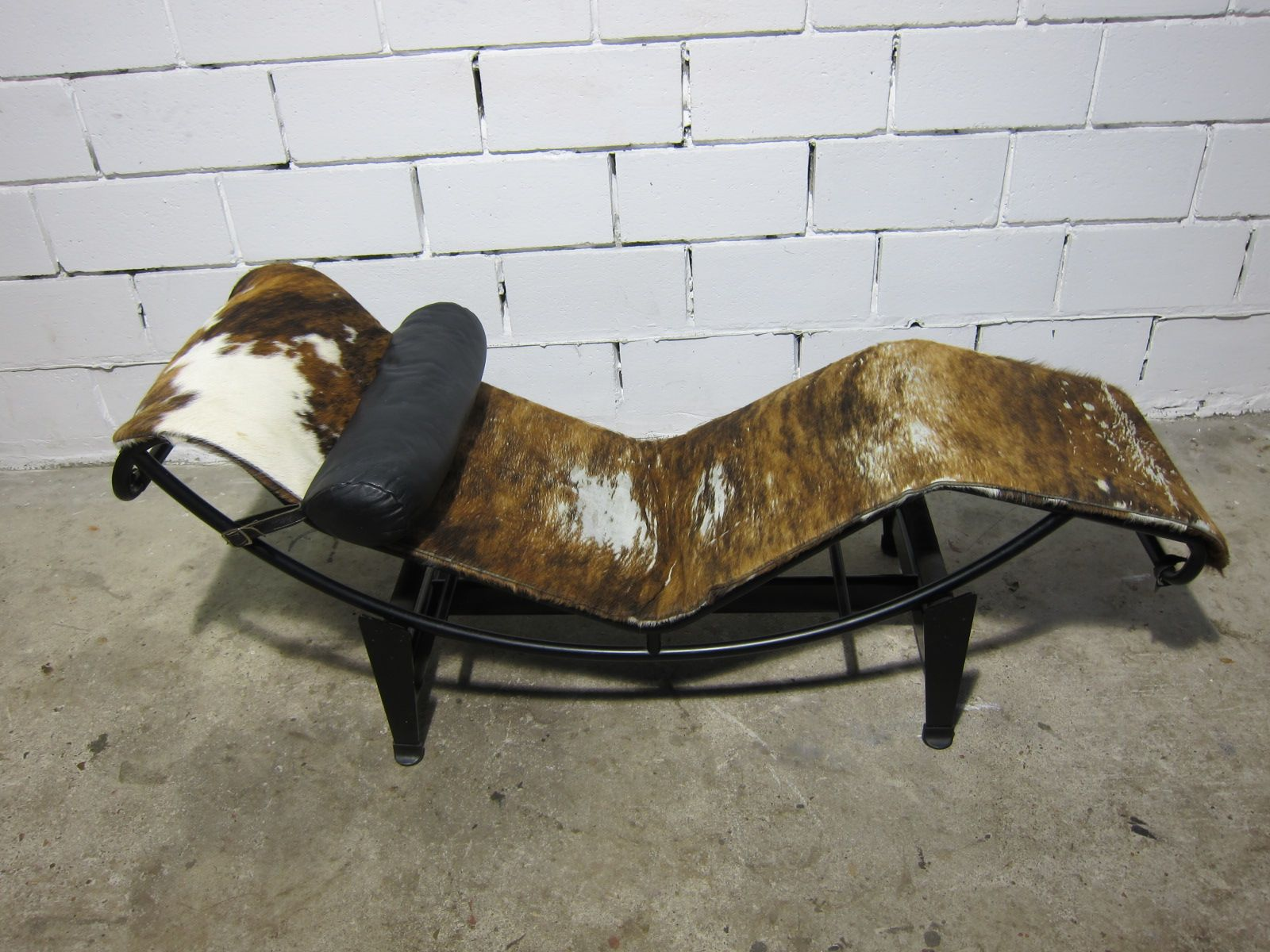 Ic4 chaise lounge by le corbuier for cassina 1970s for for Chaise longue pony