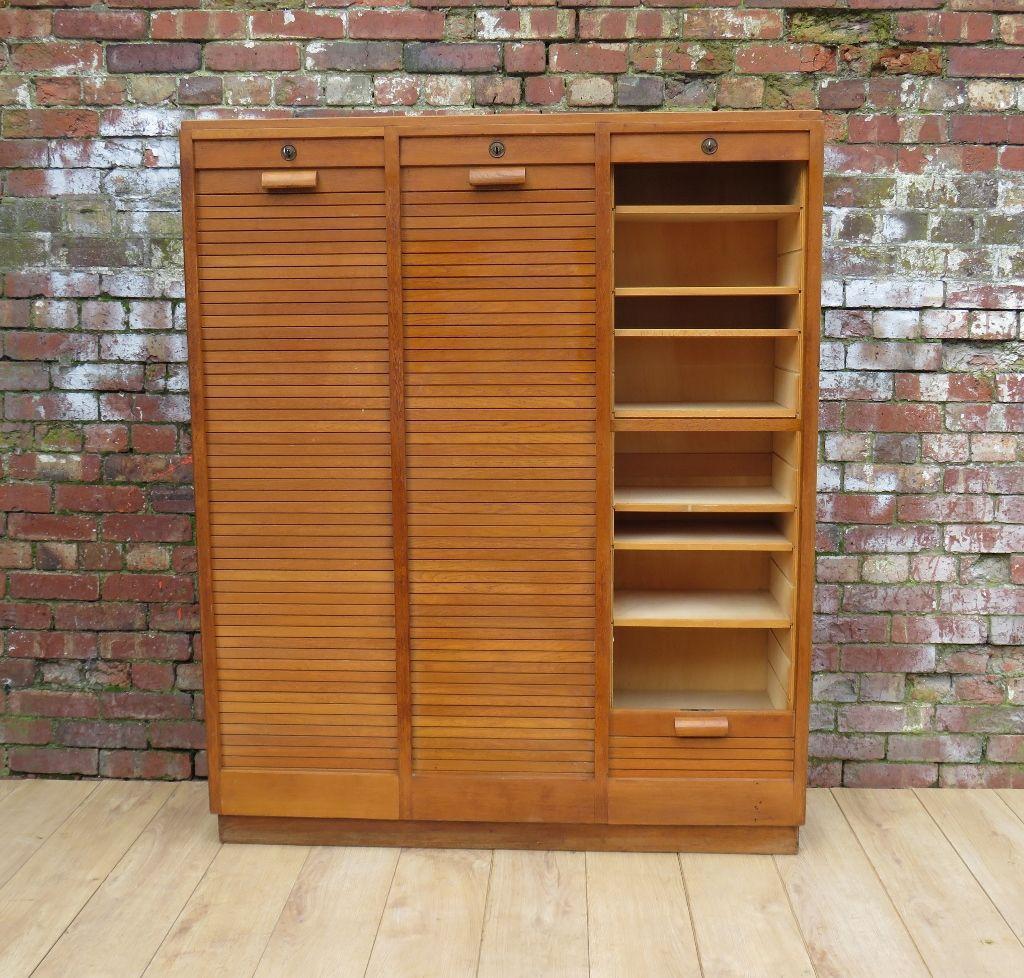 vintage eichenholz schrank mit rollt ren bei pamono kaufen. Black Bedroom Furniture Sets. Home Design Ideas