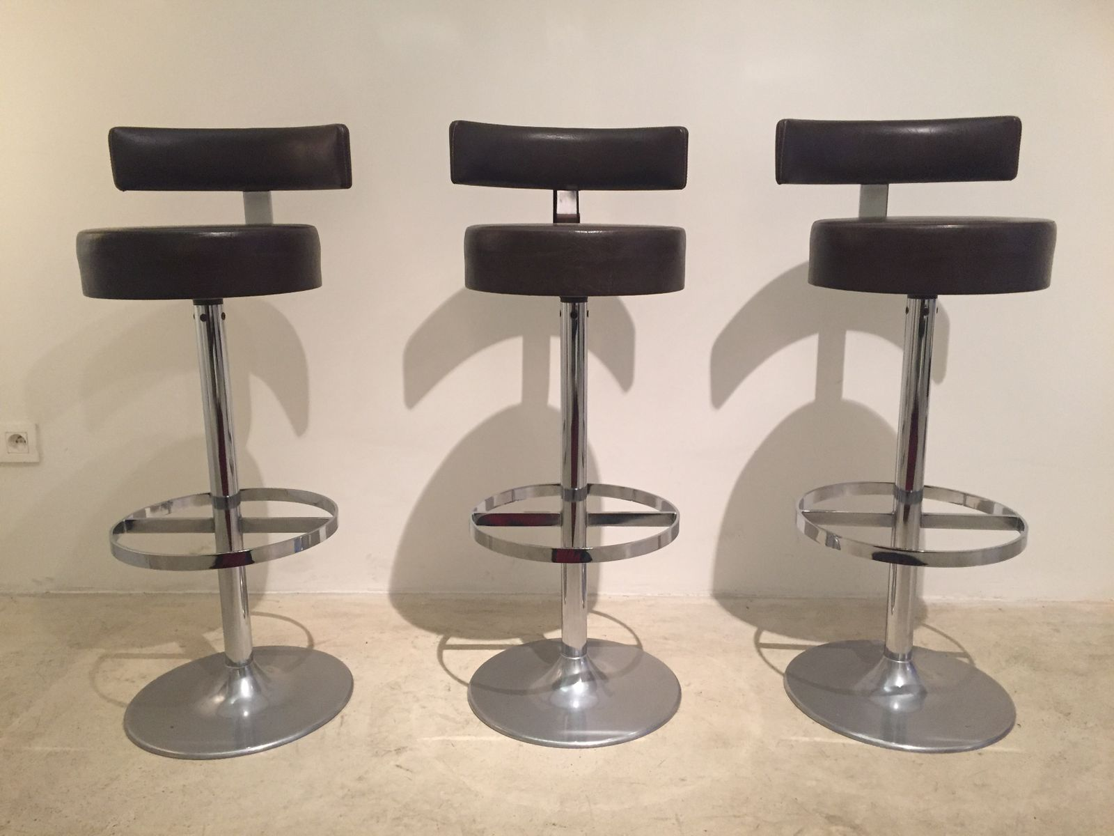 chromed swivel tulip bar stools 1960s set of 3 for sale at pamono. Black Bedroom Furniture Sets. Home Design Ideas