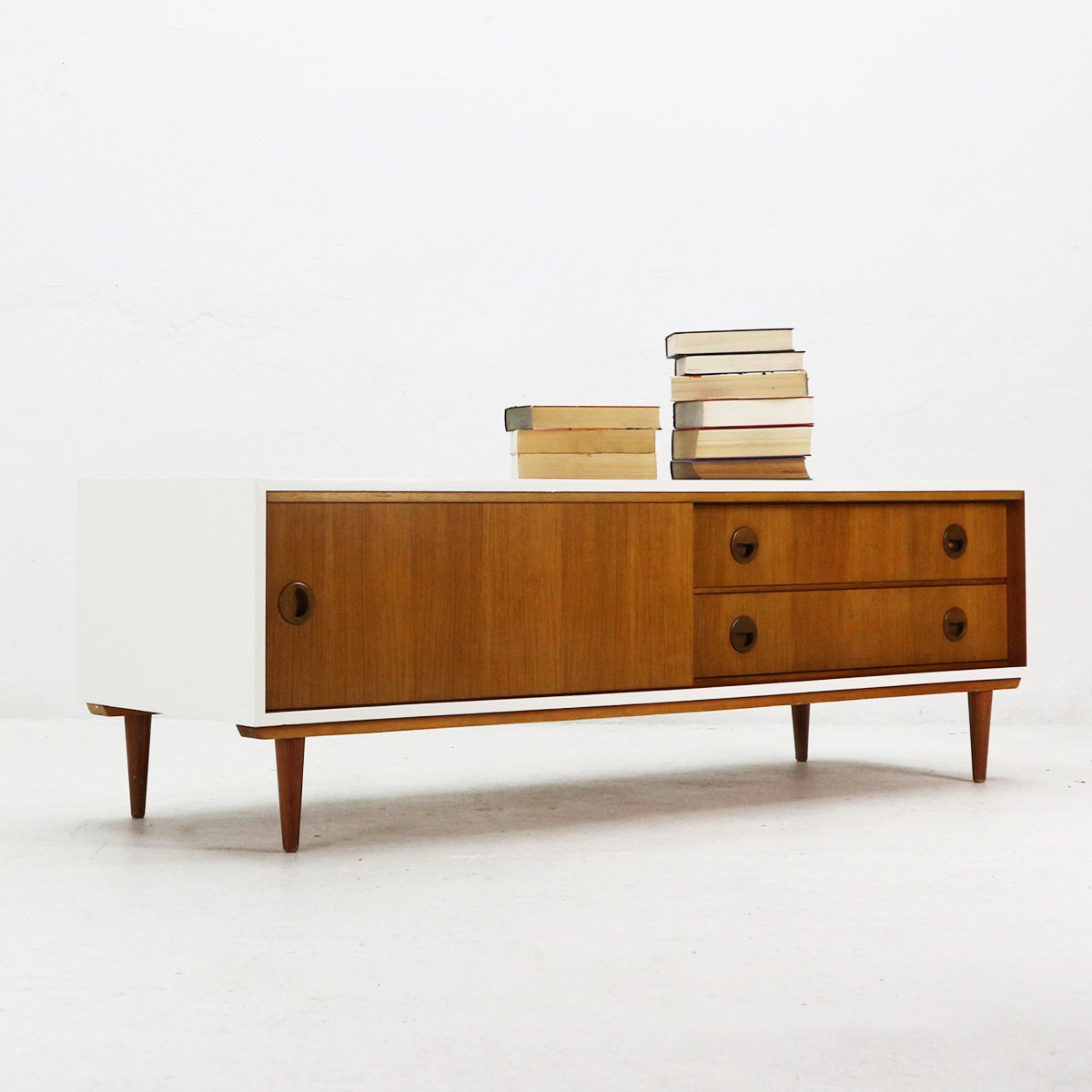 low sideboard in teak veneer white lacquer from musterring 1960s for sale at pamono. Black Bedroom Furniture Sets. Home Design Ideas