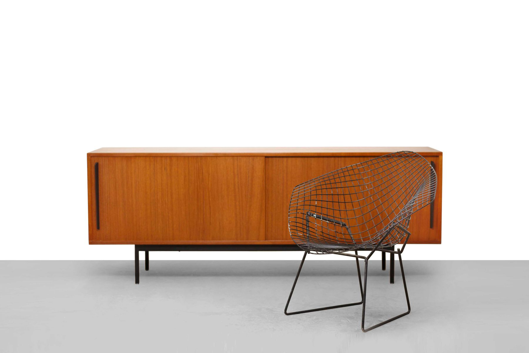 mid century minimalist teak sideboard for sale at pamono. Black Bedroom Furniture Sets. Home Design Ideas