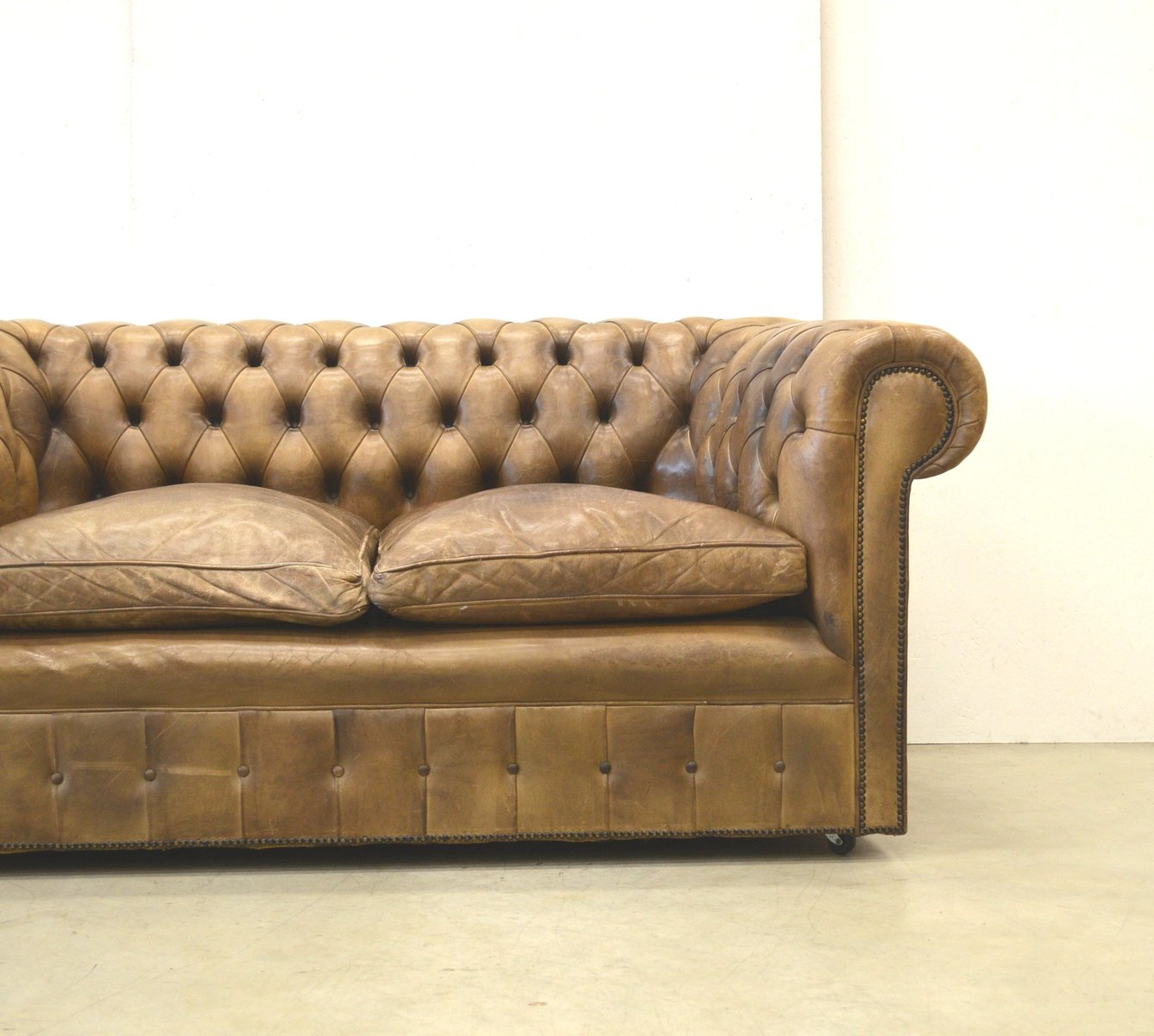 English Brown Leather Chesterfield Two Seater Sofa, 1960s for sale at Pamono