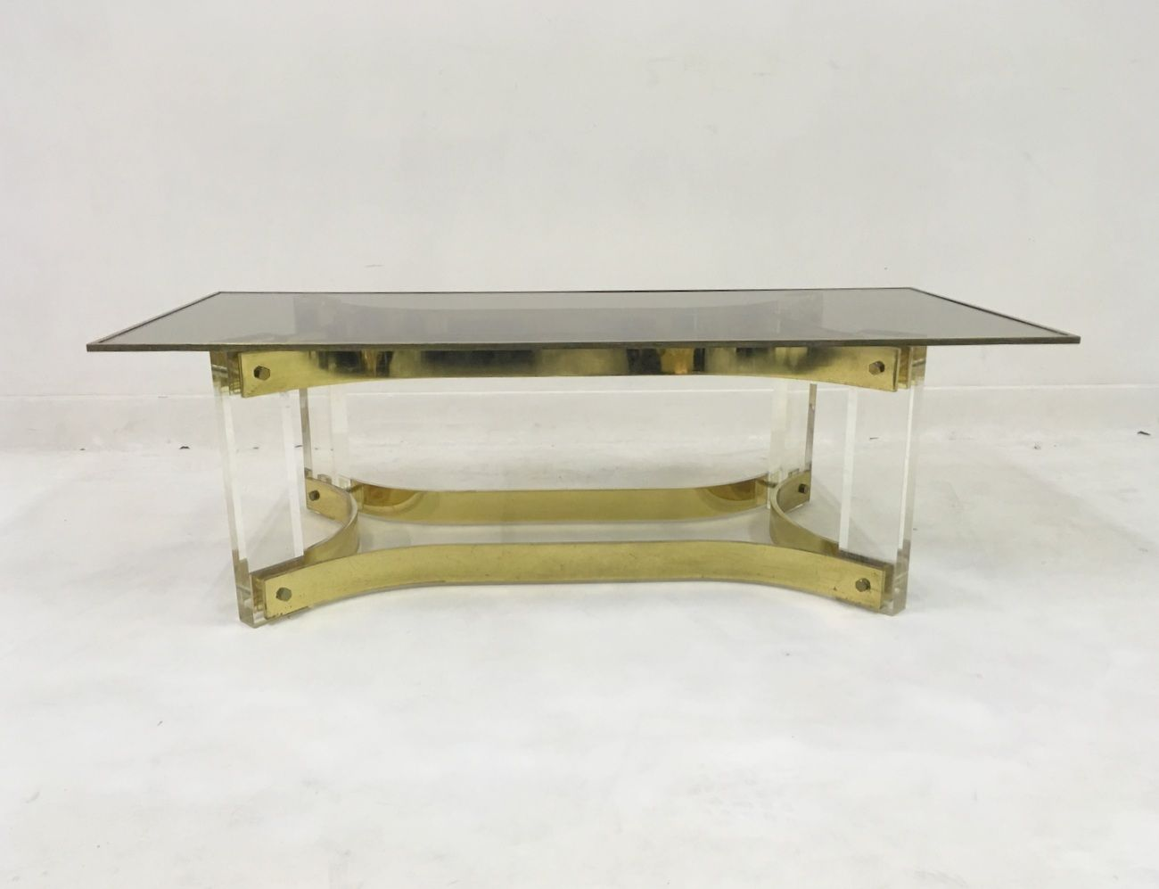 Lucite and brass coffee table 1970s for sale at pamono for Lucite and brass coffee table
