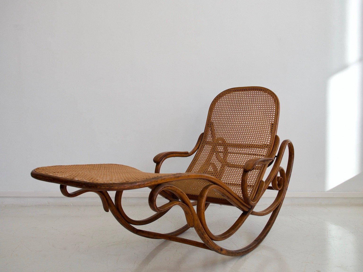antique model 7500 rocking chair from thonet for sale at pamono. Black Bedroom Furniture Sets. Home Design Ideas