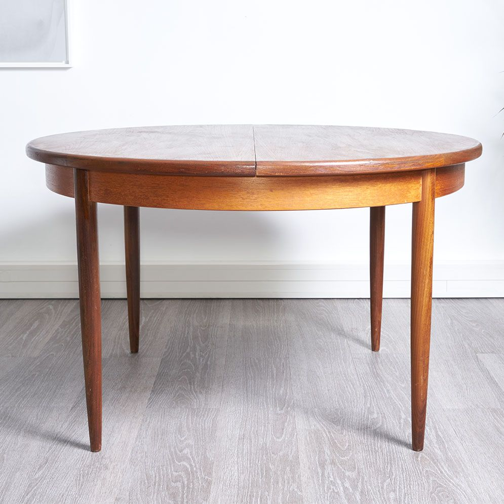 Round dining table 1960s for sale at pamono for Round dining table for 8