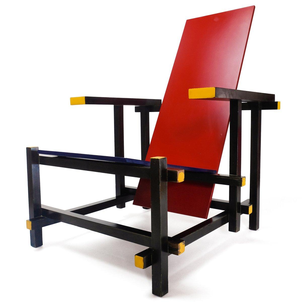 stuhl in rot blau von gerrit thomas rietveld f r cassina. Black Bedroom Furniture Sets. Home Design Ideas