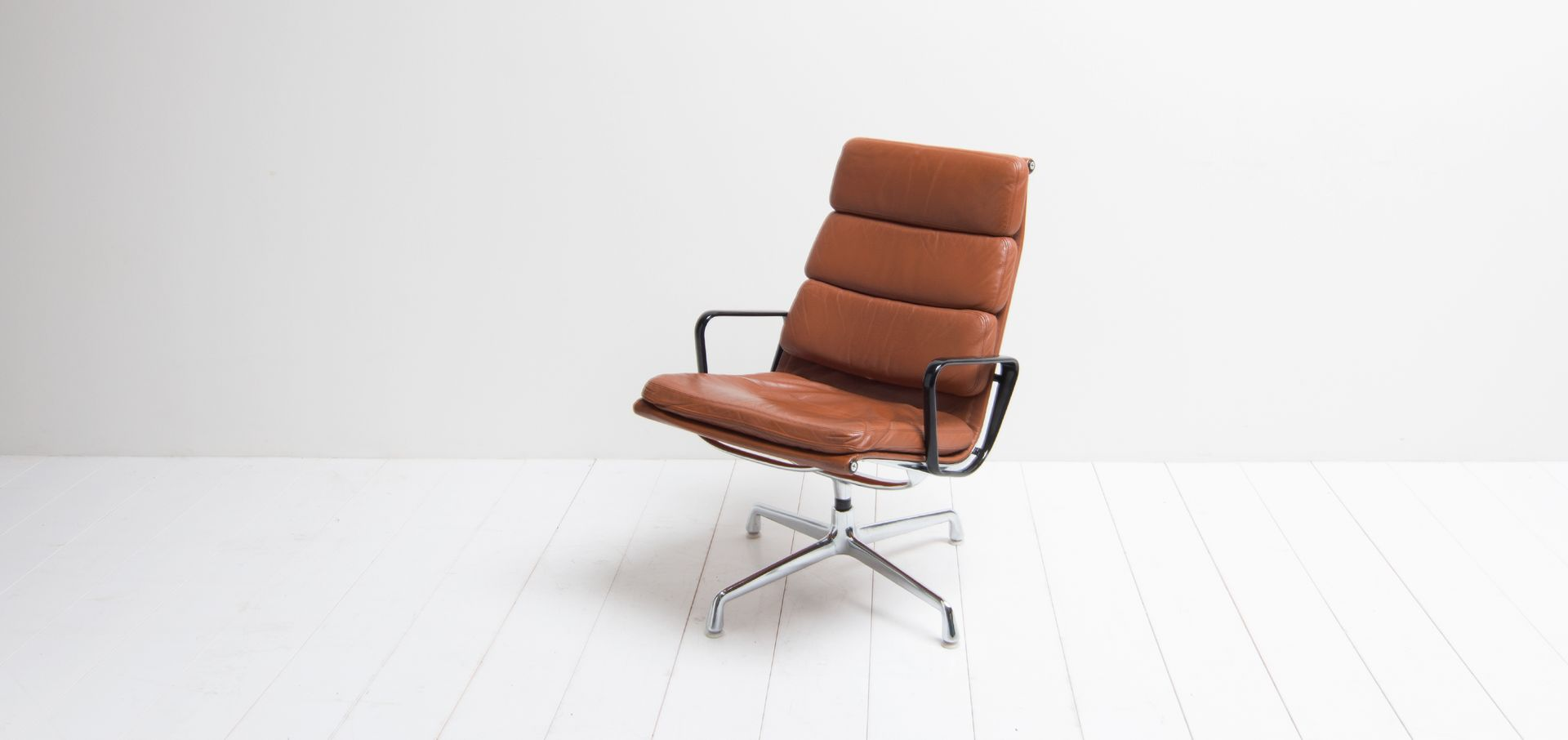 Ea216 Leather Lounge Chair By Charles Ray Eames For