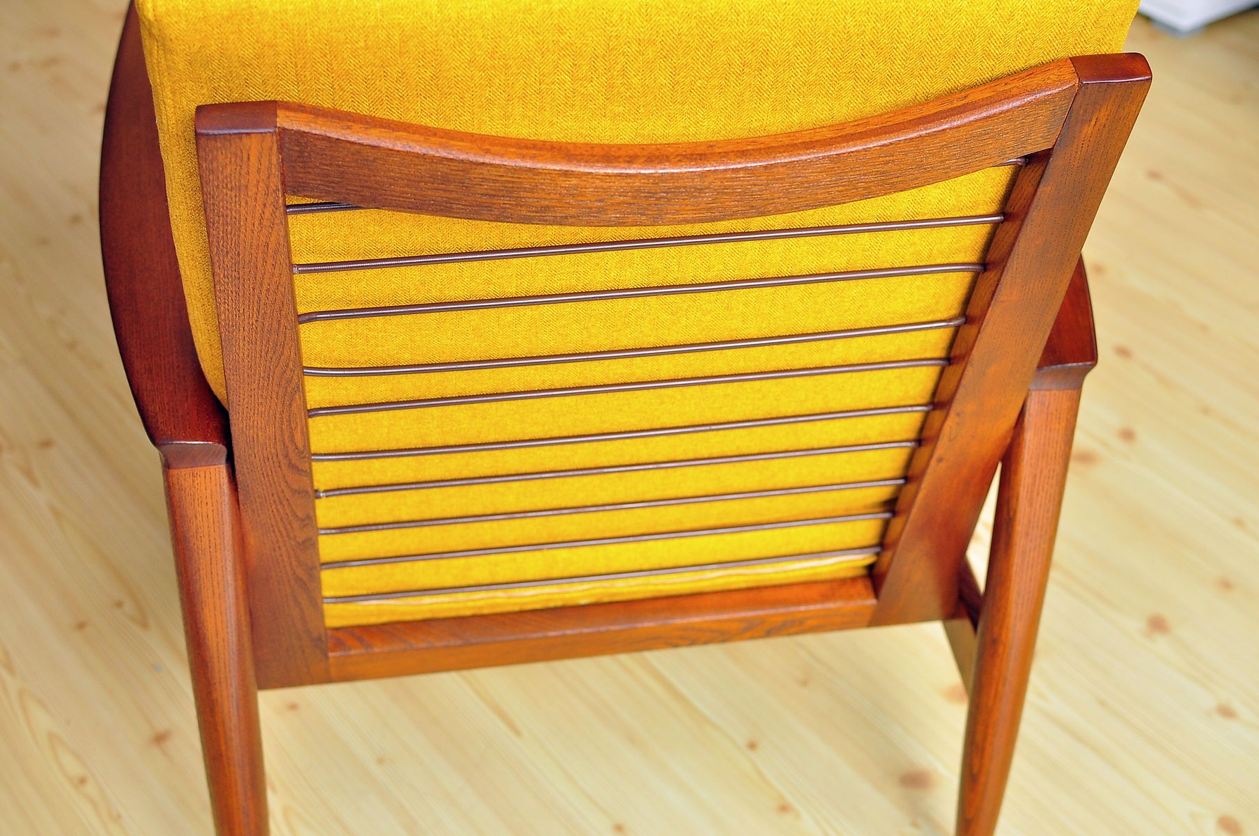 Mid Century Lounge Chair 1960s for sale at Pamono