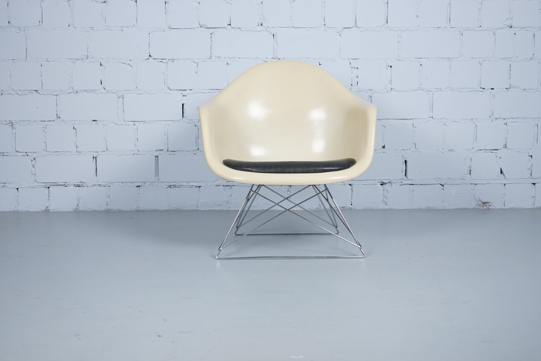 Vintage Modell LAR Chair By Charles And Ray Eames For Vitra For Sale At  Pamono