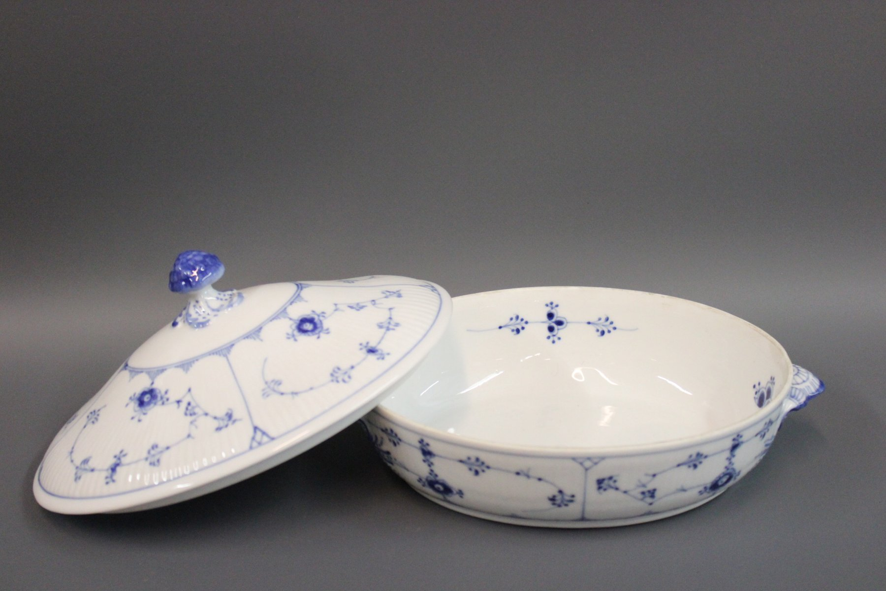 blue and white fluted porcelain tureen by royal copenhagen. Black Bedroom Furniture Sets. Home Design Ideas