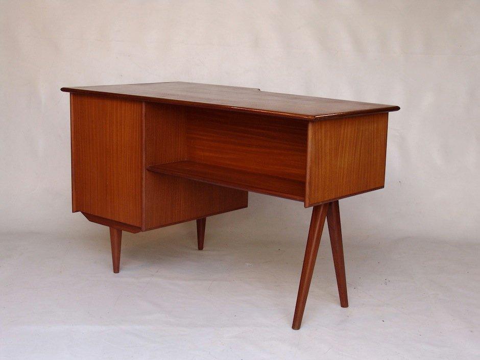 vintage teak schreibtisch mit drei schubladen bei pamono. Black Bedroom Furniture Sets. Home Design Ideas