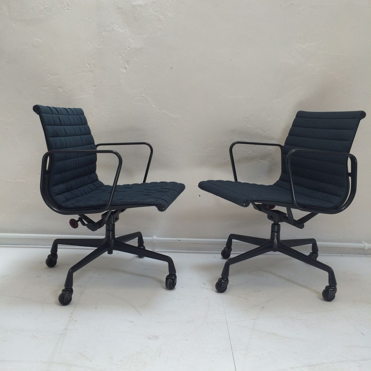 ea108 aluminium office chair by charles eames for herman