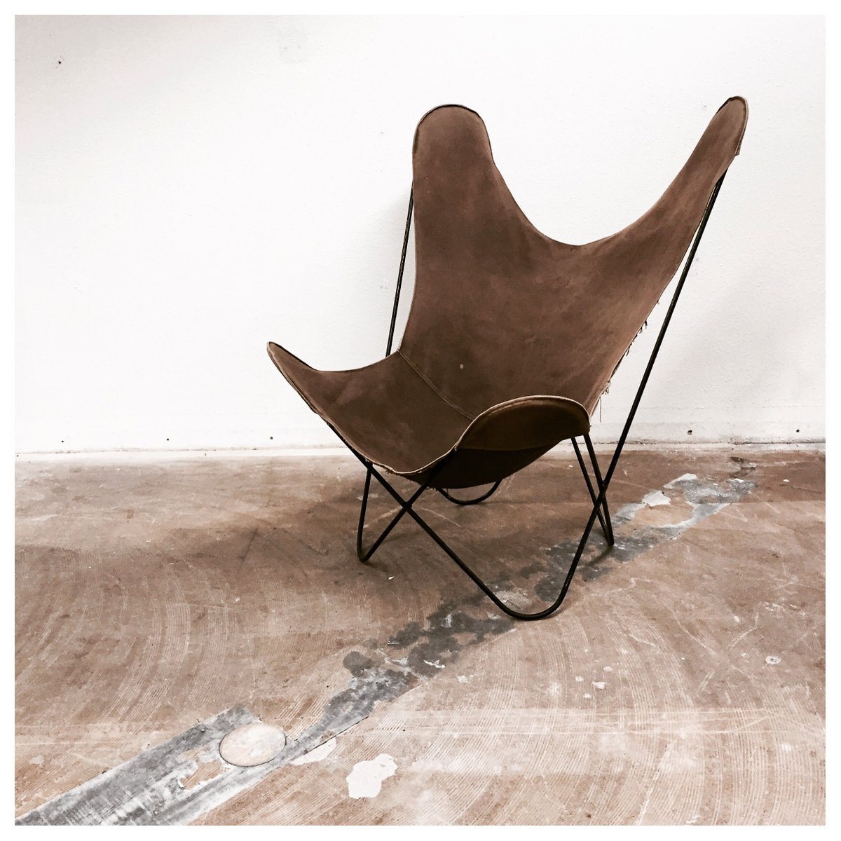 butterfly chair by jorge ferrari hardoy 1938 for sale at. Black Bedroom Furniture Sets. Home Design Ideas