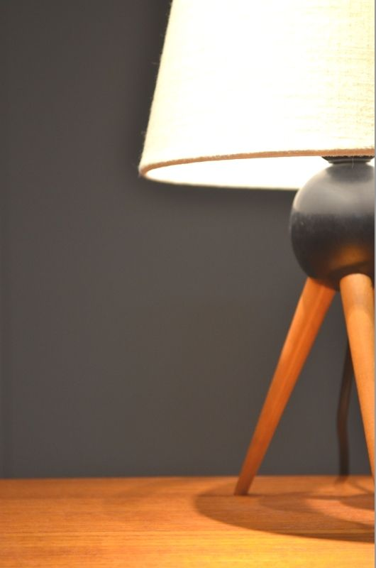 minimalist wooden tripod table lamp 1950s for sale at pamono. Black Bedroom Furniture Sets. Home Design Ideas