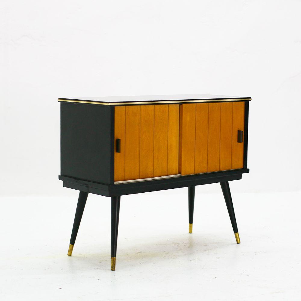 vintage schrank berlin interessante ideen. Black Bedroom Furniture Sets. Home Design Ideas