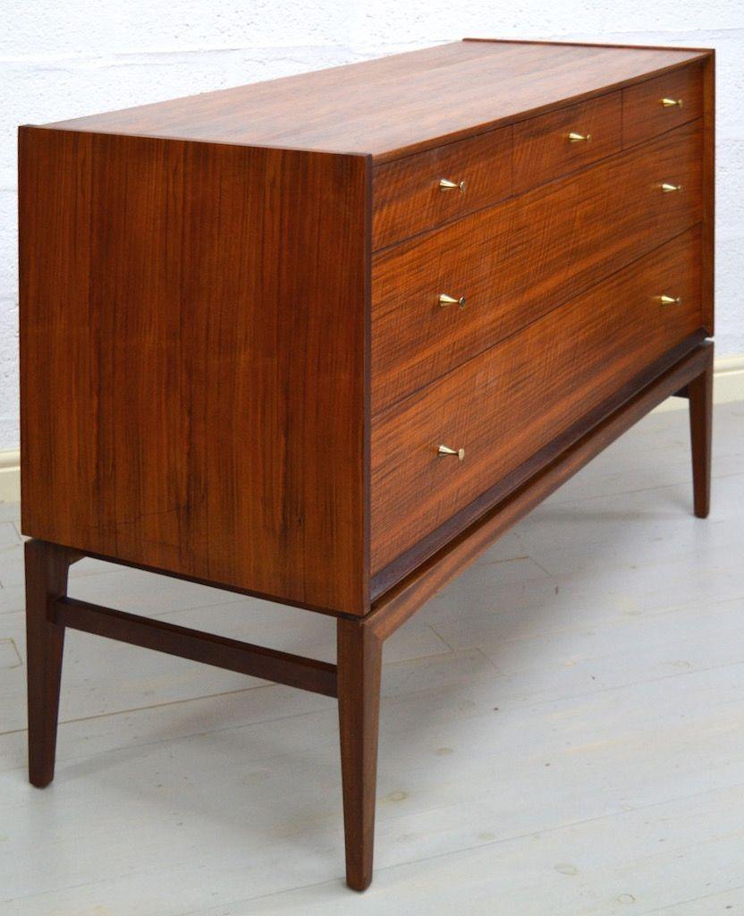 nussbaum kommode mit 5 schubladen von a younger ltd bei pamono kaufen. Black Bedroom Furniture Sets. Home Design Ideas