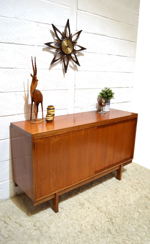 d nisches mid century sideboard mit schiebet ren bei. Black Bedroom Furniture Sets. Home Design Ideas