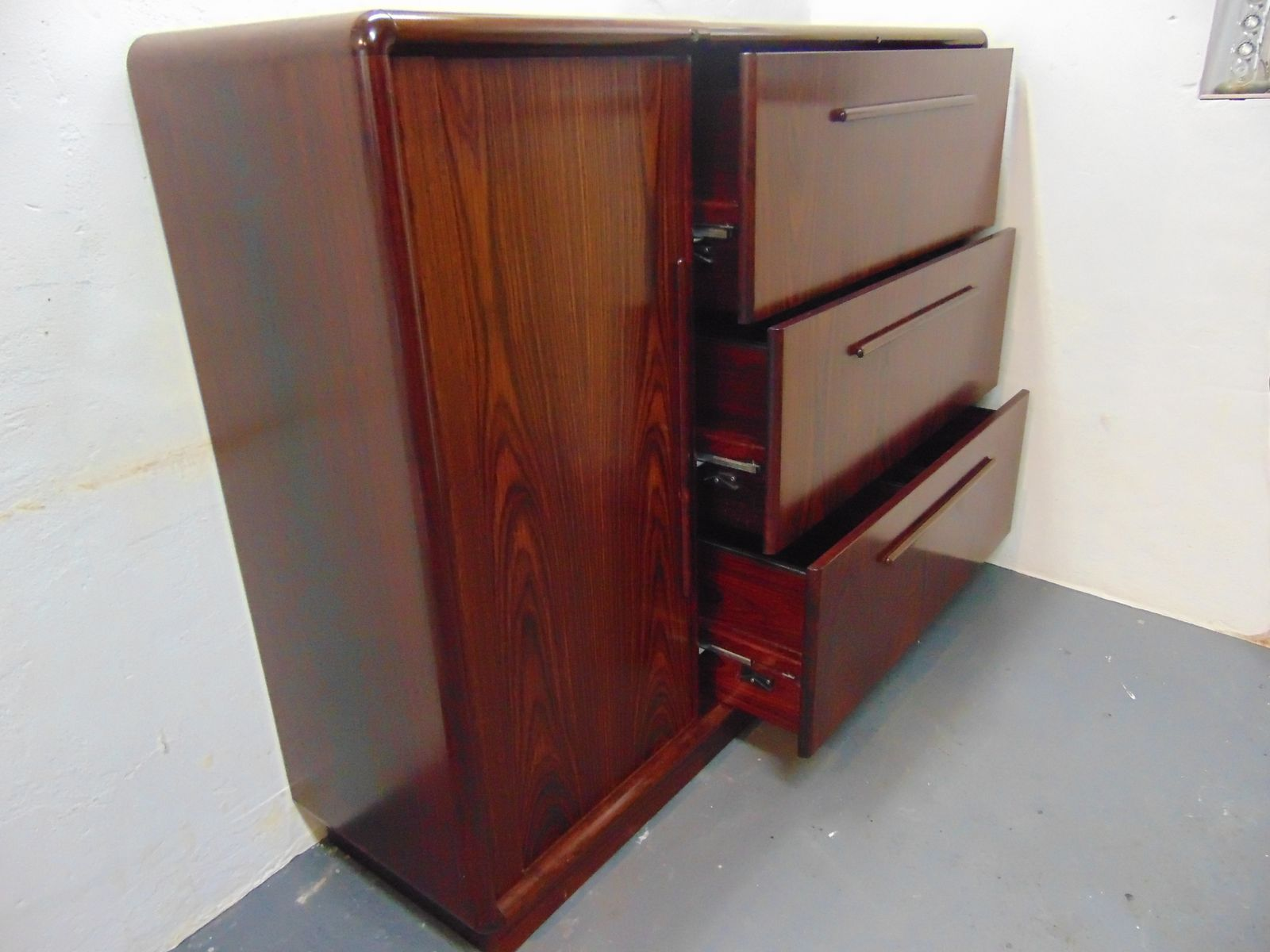 vintage palisander b roschrank von dyrlund bei pamono kaufen. Black Bedroom Furniture Sets. Home Design Ideas