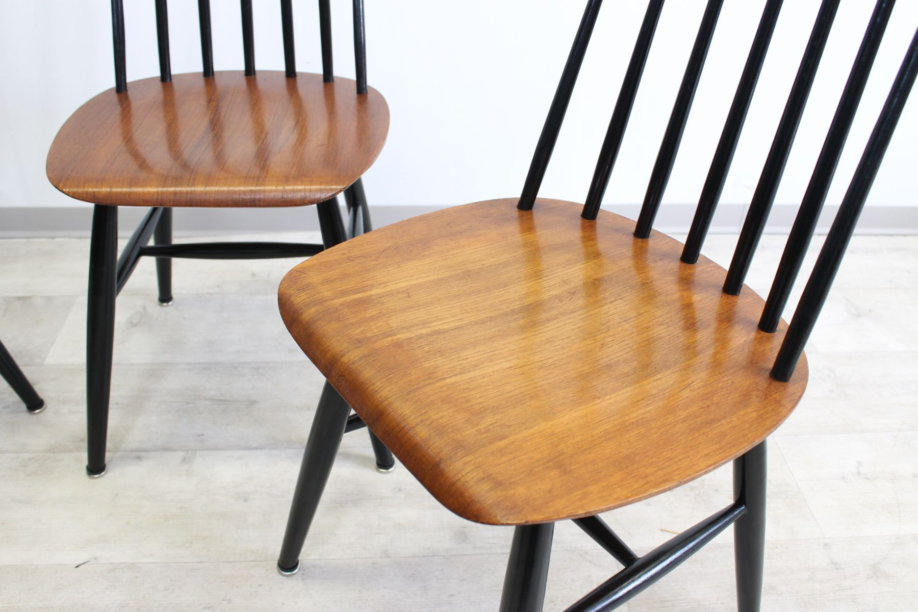 mid century wooden dining chairs by ilmari tapiovaara set of 4 for sale at pamono. Black Bedroom Furniture Sets. Home Design Ideas