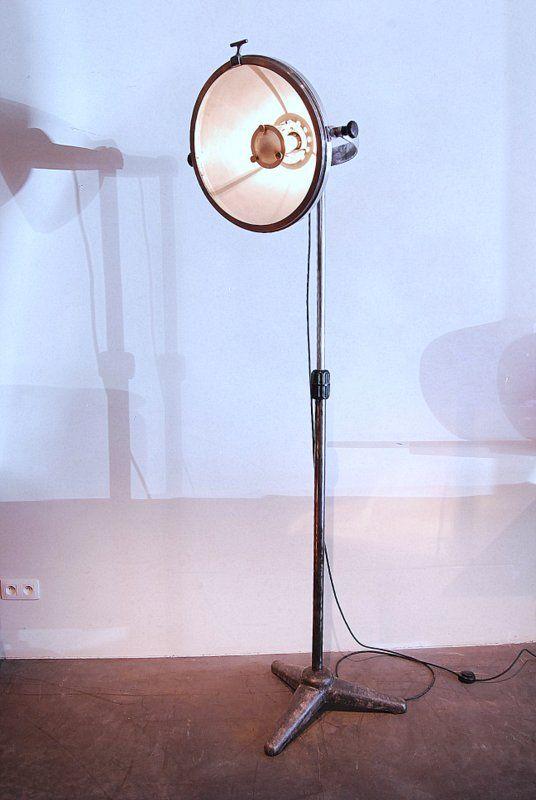 polierte industrie mediziner stehlampe aus metall bei pamono kaufen. Black Bedroom Furniture Sets. Home Design Ideas