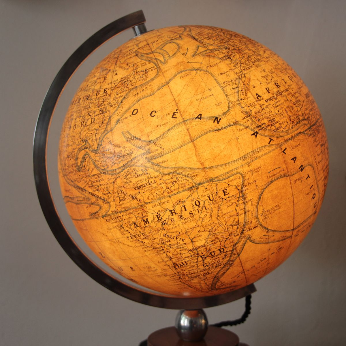 french art deco illuminated globe on wooden base for sale. Black Bedroom Furniture Sets. Home Design Ideas