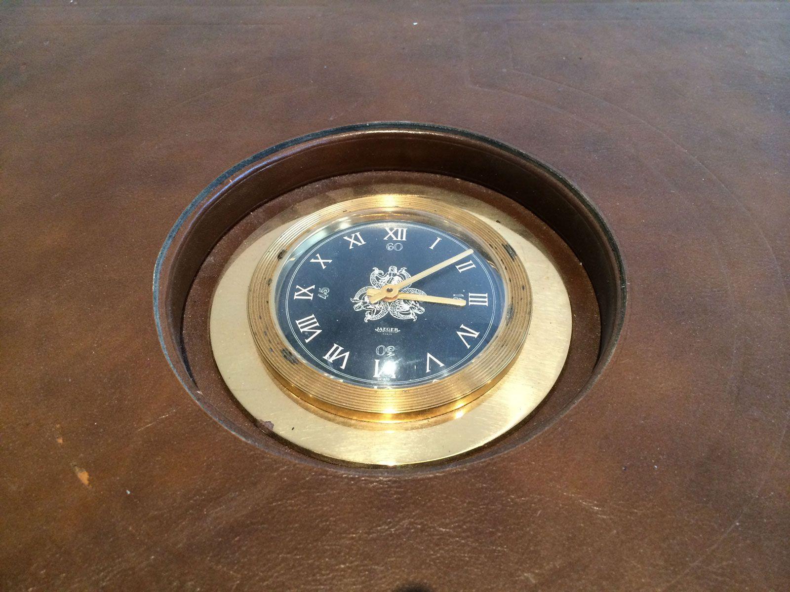 Leder Couchtisch mit Jaeger Uhr, 1950 bei Pamono kaufen