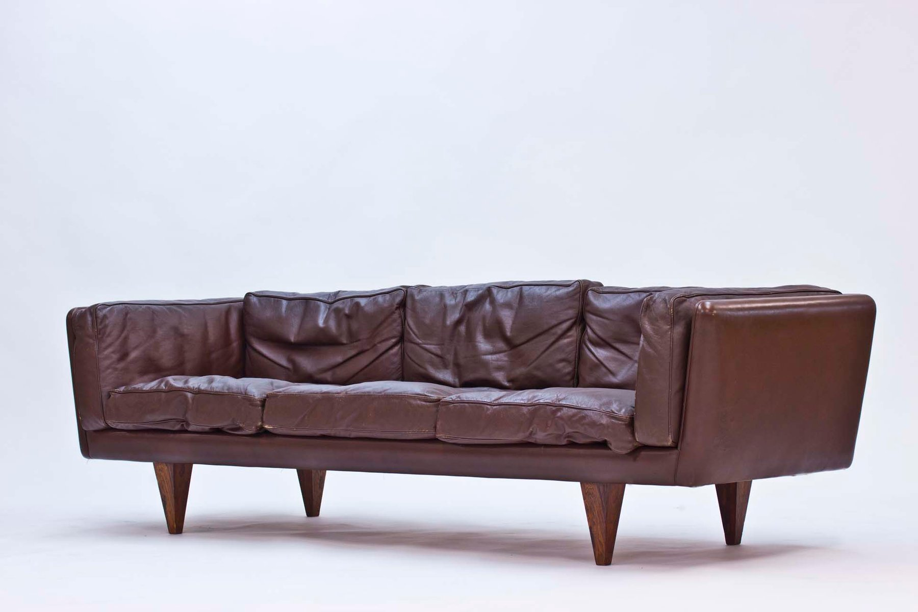 v11 sofa von illum wikkels 1960er bei pamono kaufen. Black Bedroom Furniture Sets. Home Design Ideas