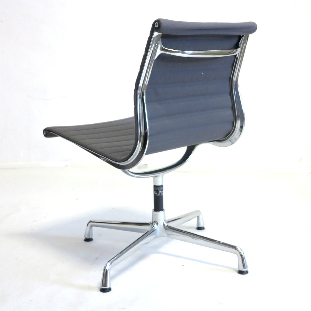 vintage swivel chair by charles ray eames for vitra for sale at