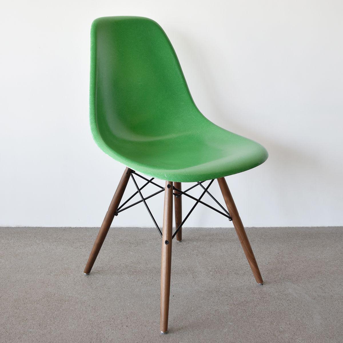 gelbgr ner dsw chair von charles ray eames f r herman miller bei pamono kaufen. Black Bedroom Furniture Sets. Home Design Ideas