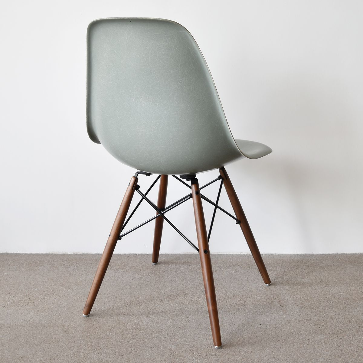 Vintage dsw chair in sea foam green by charles and ray for Dsw charles eames