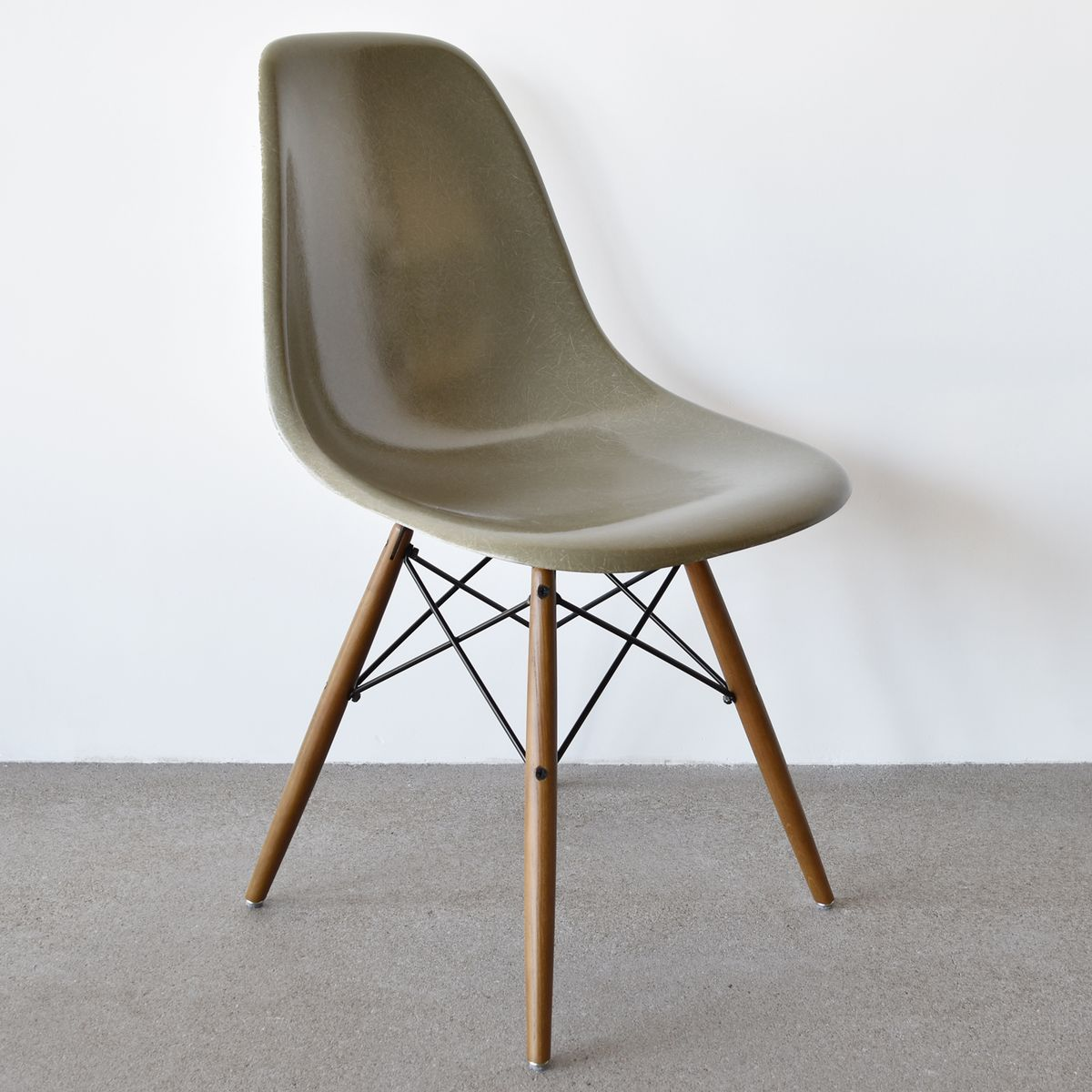 Dsw chair in raw umber by charles and ray eames for herman for Dsw charles eames