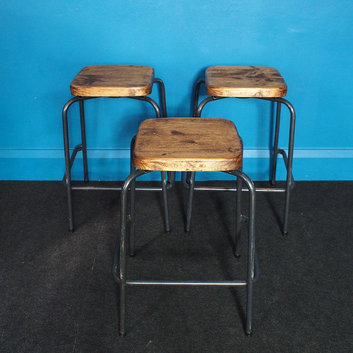 stapelbare ergonomische vintage industrie rohrstahl hocker. Black Bedroom Furniture Sets. Home Design Ideas