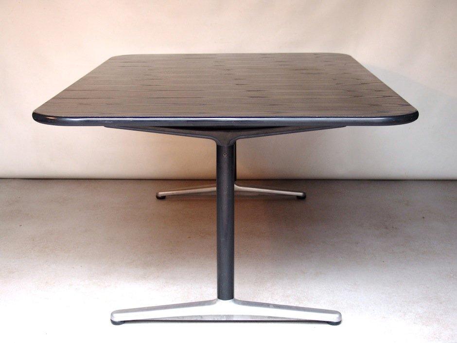 holz und metall esstisch von friso kramer f r wilkhahn bei. Black Bedroom Furniture Sets. Home Design Ideas
