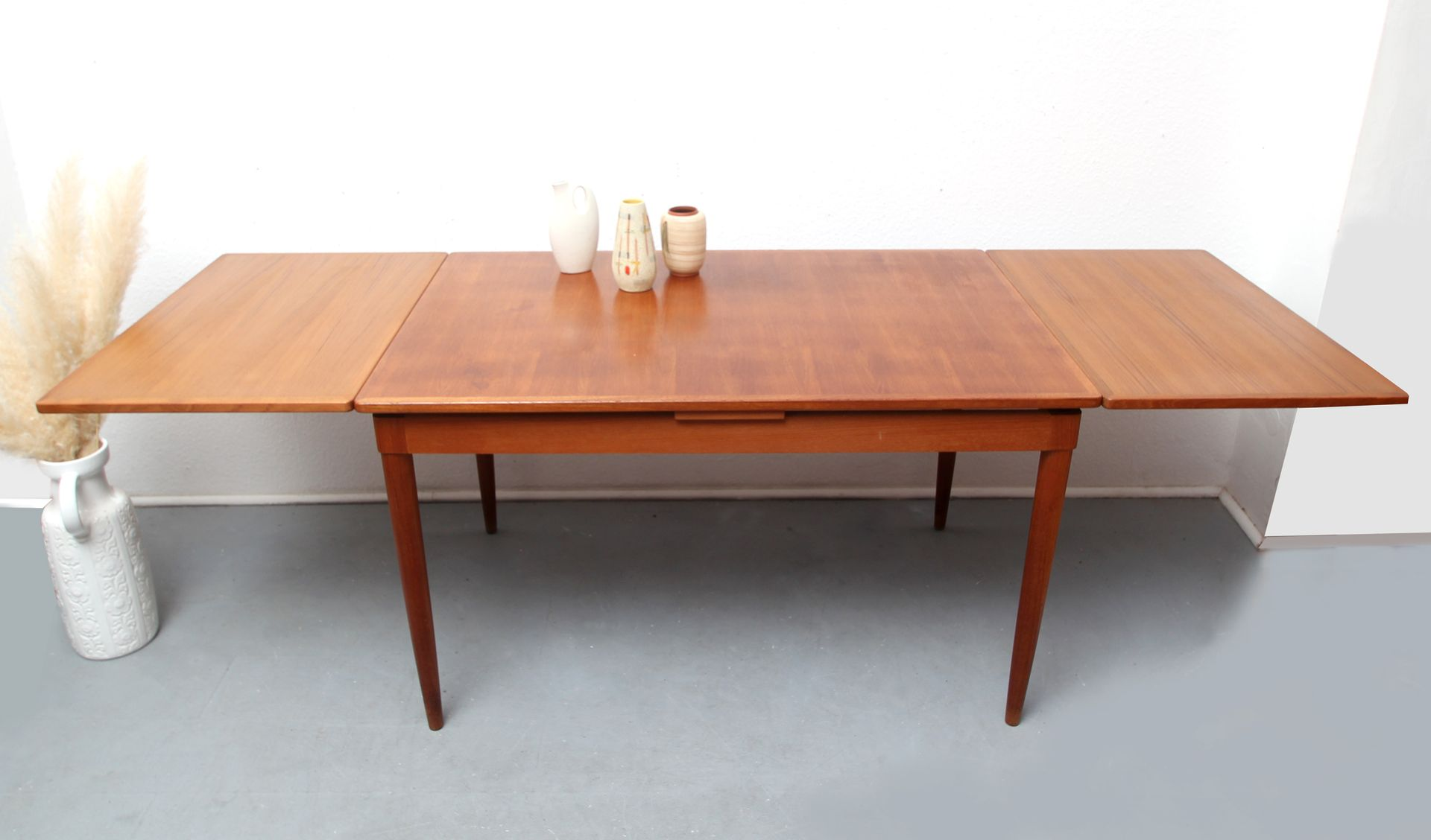 No 135 Teak Dining Table by Möller for sale at Pamono