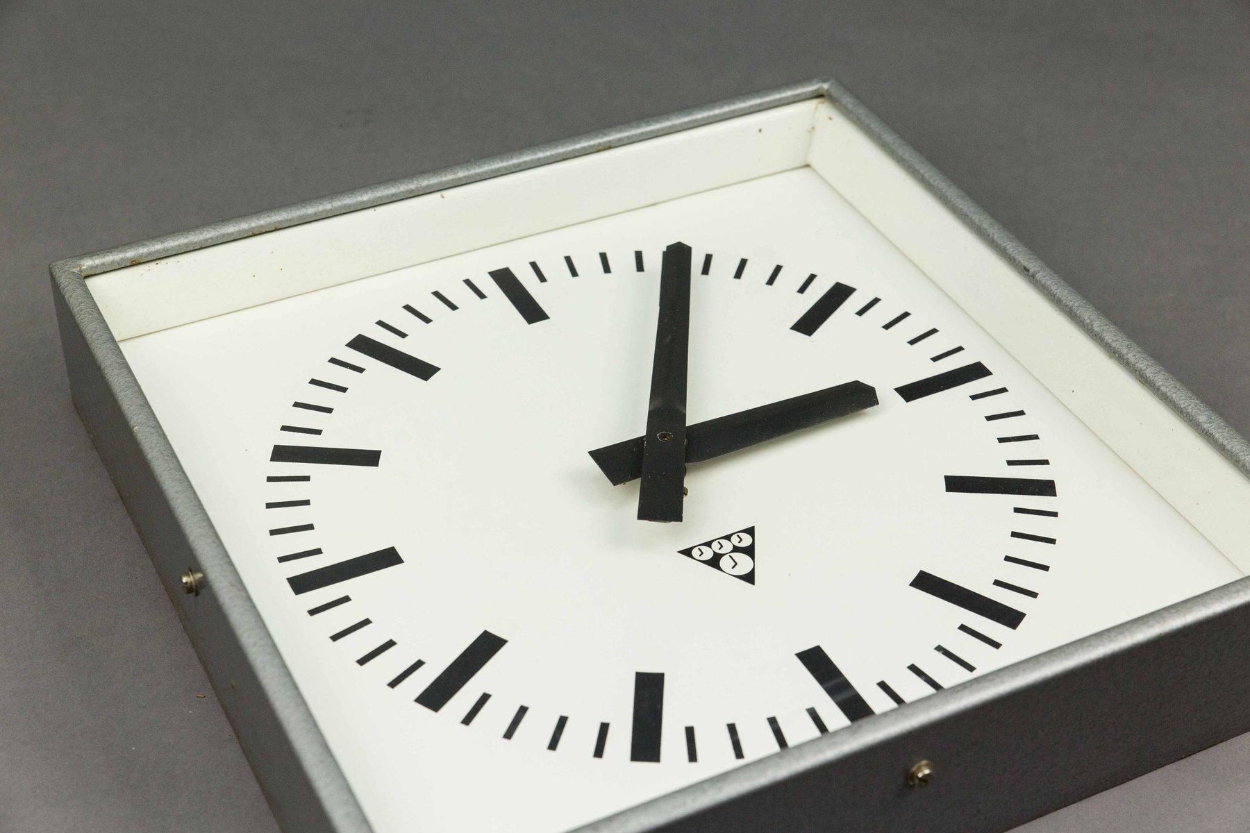 Horloge murale carr e par pragotron en vente sur pamono - Horloge murale carree ...