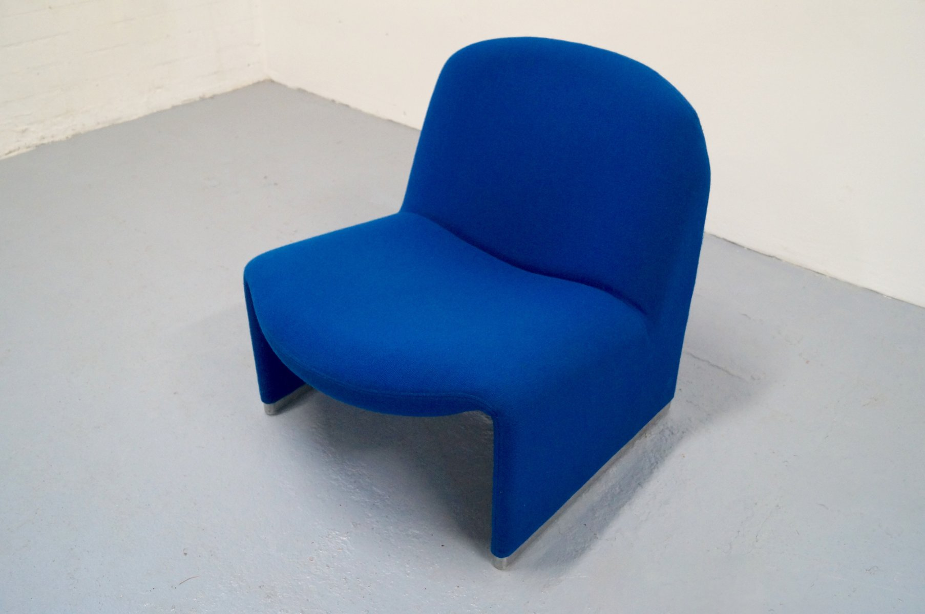 Blue Alky Lounge Chair by Giancarlo Piretti for Artifort for sale at Pamono