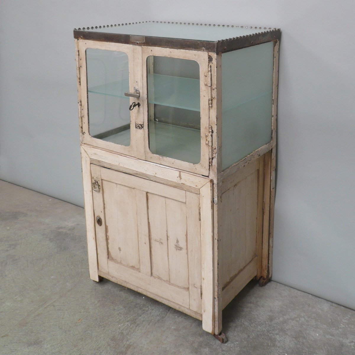 Medizinschrank Vintage: Vital vintage first aid cabinet in steel ...